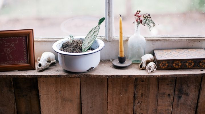 Retain Your Home Beauty with Candles Burning Safety Tips