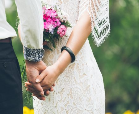 Casual Wedding Style Dress Code (And How to Handle it!)