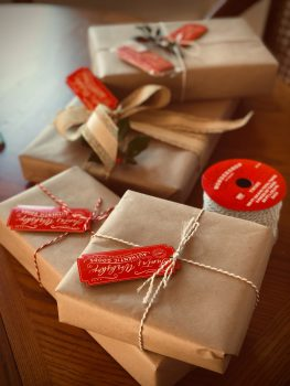5 Best Things to Add with a Homemade Christmas Basket