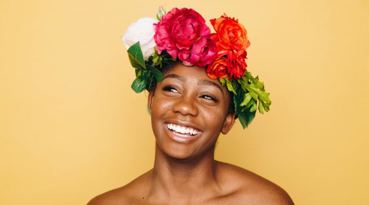 How to Look Naturally Beautiful Without Makeup